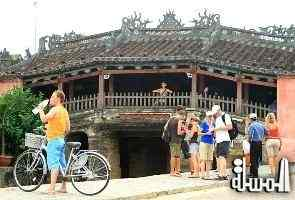 Tourists flock to Vietnam s ancient town of Hoi An