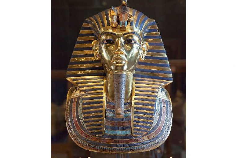 Tonight, a new virtual tour of the museum's exhibition hall to cut the little king Tutankhamen